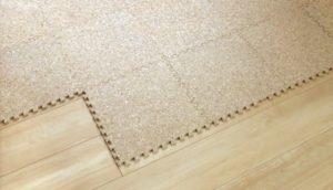 床に緩衝剤を敷くことで騒音トラブルを減らすことができる